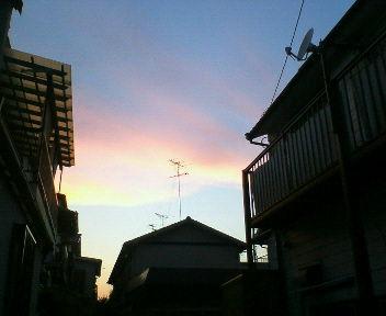 山の形に見える夕焼け空